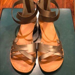 Very cute women's sandals